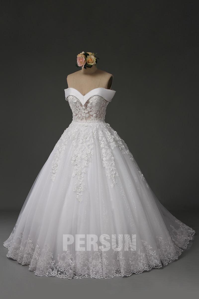 Robe de mariée princesse épaules dénudées longue avec traîne chapel