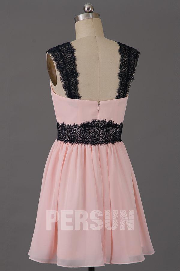 robe rose pour soirée de mariage ceinturée en dentelle noire