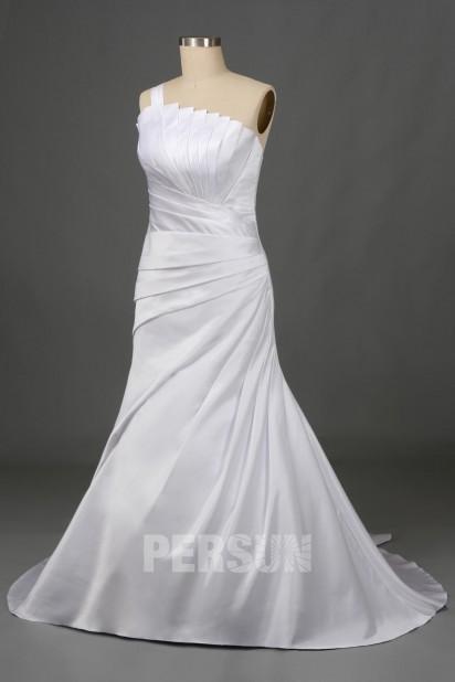 Robe de mariée asymétrique en satin blanc à coupe trompette