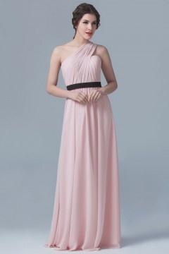 Robe de gala rose poudre asymétrique drapée taille ceinturée noire