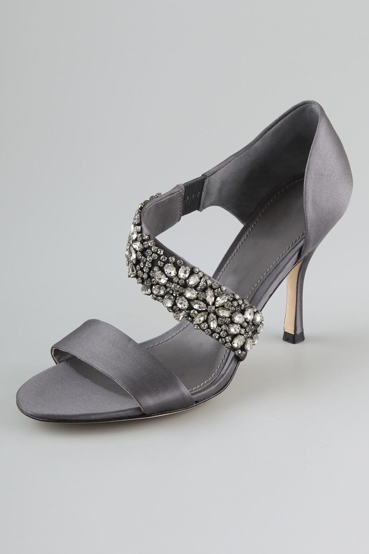 efe3bec22ad26 chaussure été bande strassé. chaussure élégante rhinestone gris foncé.  chaussures ouvertes avec une bande en strass. sandales pastel à bride  asymétrique