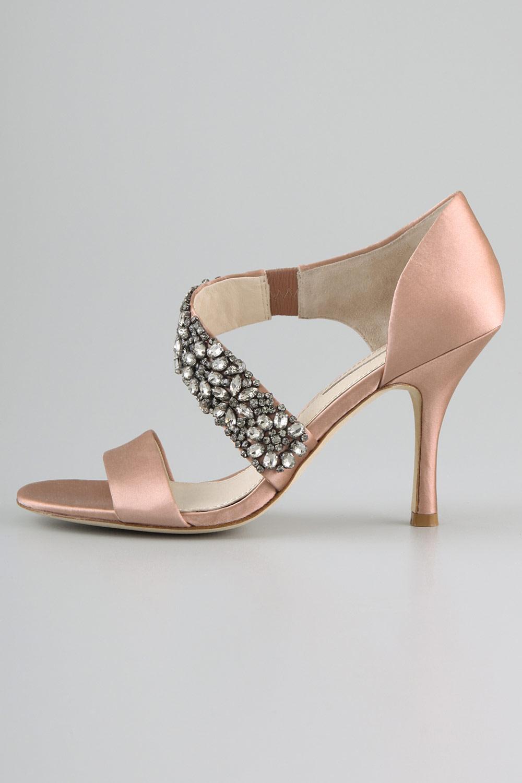 49532afd0a1e5 chaussures ouvertes avec une bande en strass. sandales pastel à bride  asymétrique