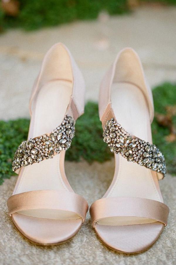 Sandales asymétrique avec une bande strass