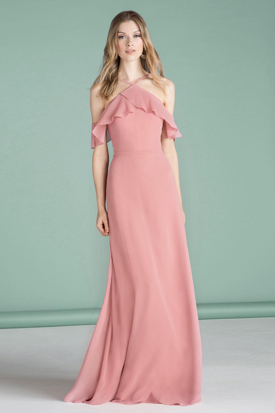 robe de soirée longue rose simple col américain épaule dégagée bustier à volant
