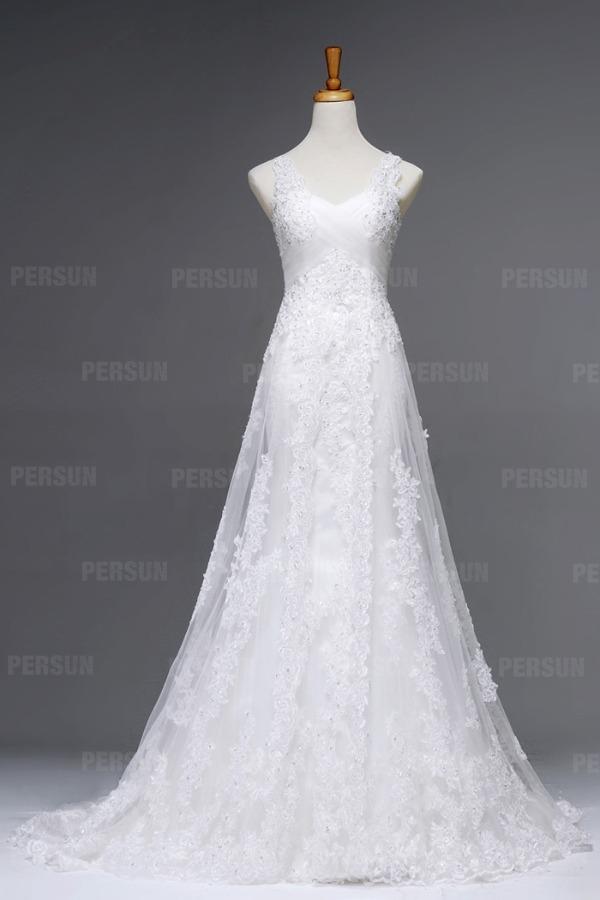 robe de mariée couvert de dentelle appliquée embelli de strass élégante