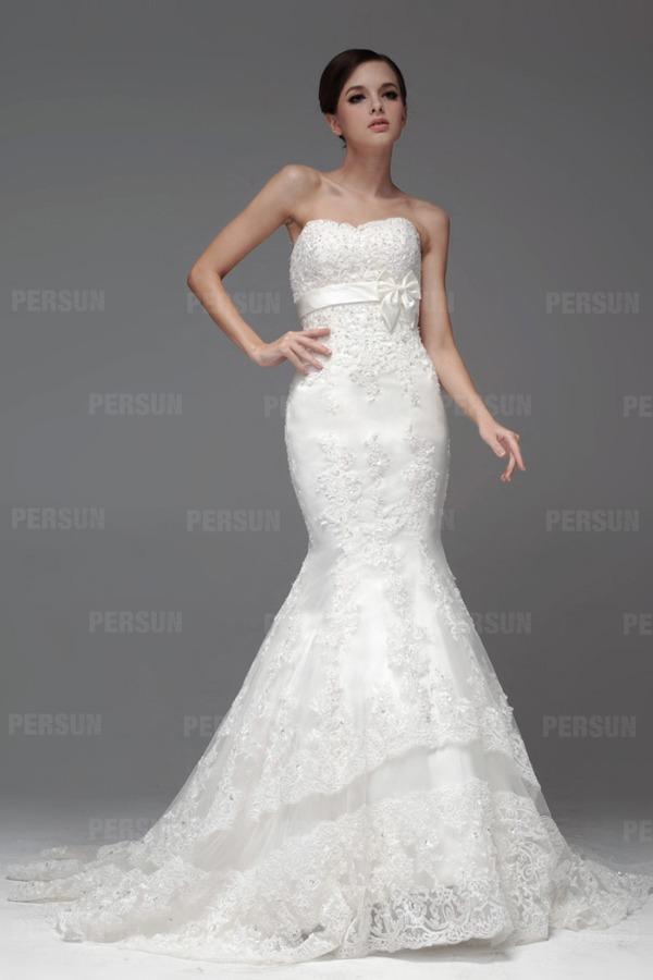 robe de mariée sirène en dentelle ornée noeud de papillon