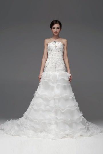 Robe blanche pour mariée volants ruchée bijoux
