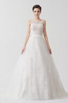 Robe de mariée blanche empire dentelle ceinturée fleurs appliquées