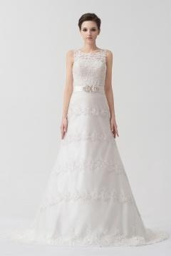 Robe mariage blanche bustier ceinturée ornée de bijoux