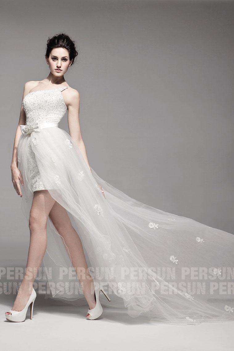 rode de mariée courte asymétrique bustier ornée de perlettes avec traîne en organza