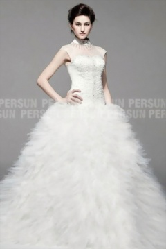 Dazz : Robe mariage à jupe en froufrou ciselé et encolure strasse