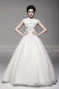 Elégance de la Perle : Robe de mariée col haut à style princesse noble