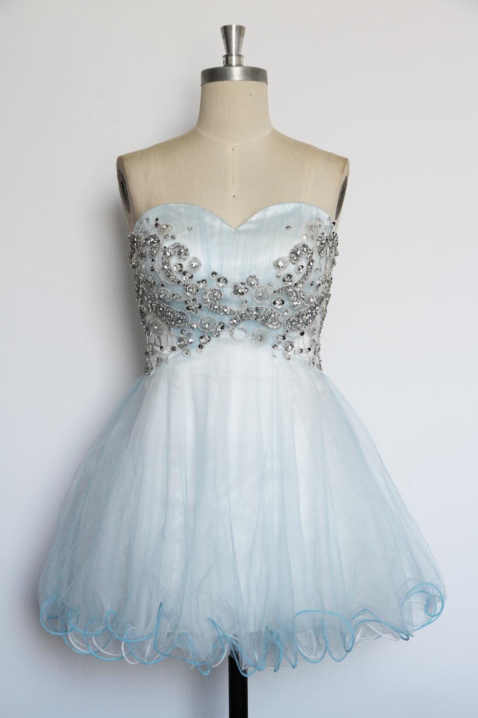 robe De soirée mi cuisse bleu bustier cœur orné de bijoux