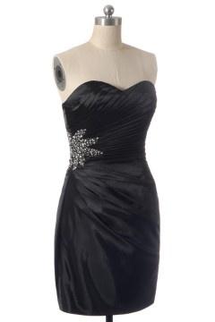 Robe de cocktail bustier courte en satin élastique noir coupe fourreau