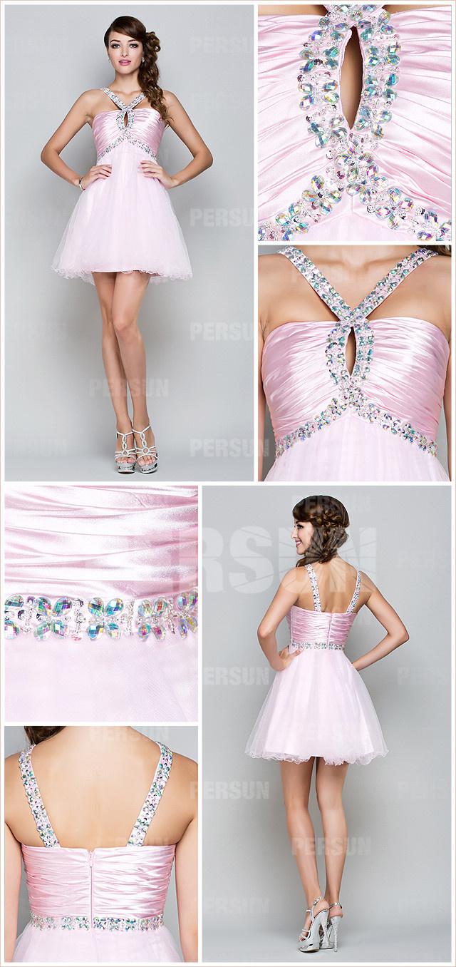 Robe rose courte aux bretelles fines ornée de bijoux pour demoiselle d'honneur