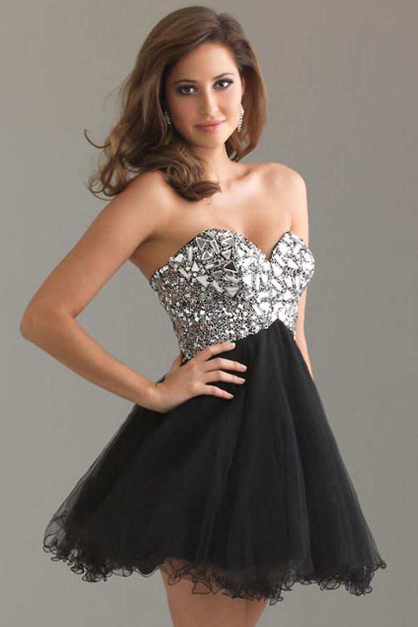 petite robe noire strassé à jupe évasée