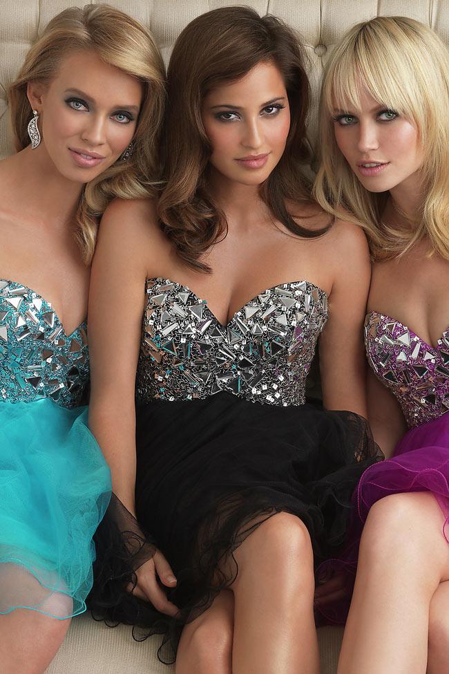 robe de soirée courte princesse en trois couleurs