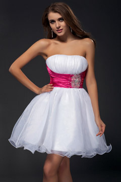 Robe de bal courte bicolore embellie de strass
