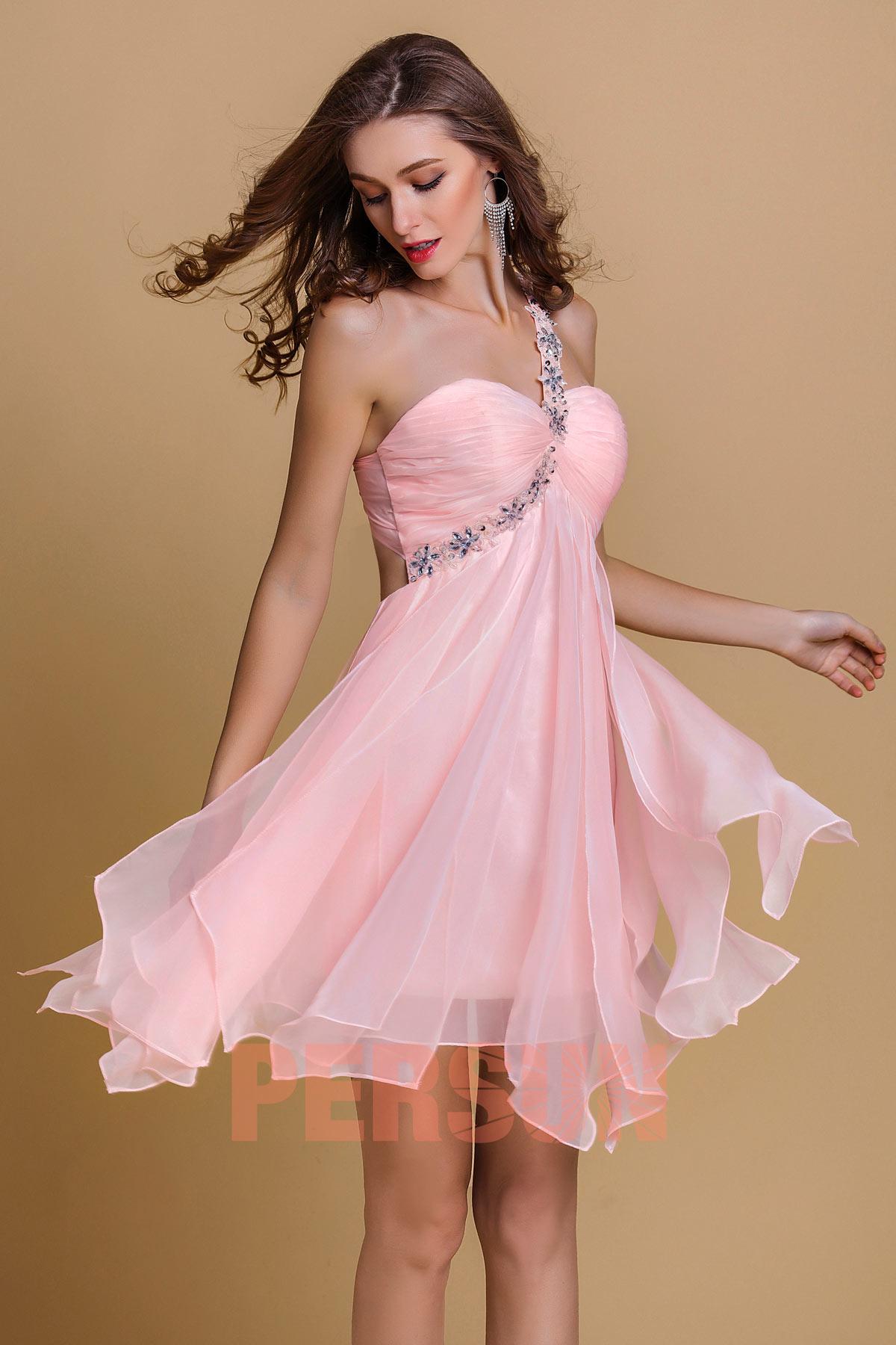 robe de cocktail rose asymétrique embelli de strass