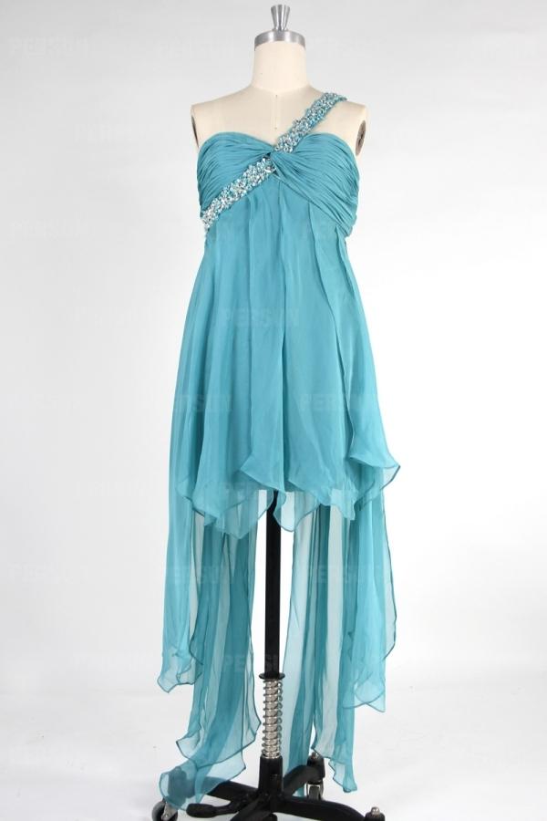 Robe bal courte devant longue derrière épaule asymétrique ornée de bijoux