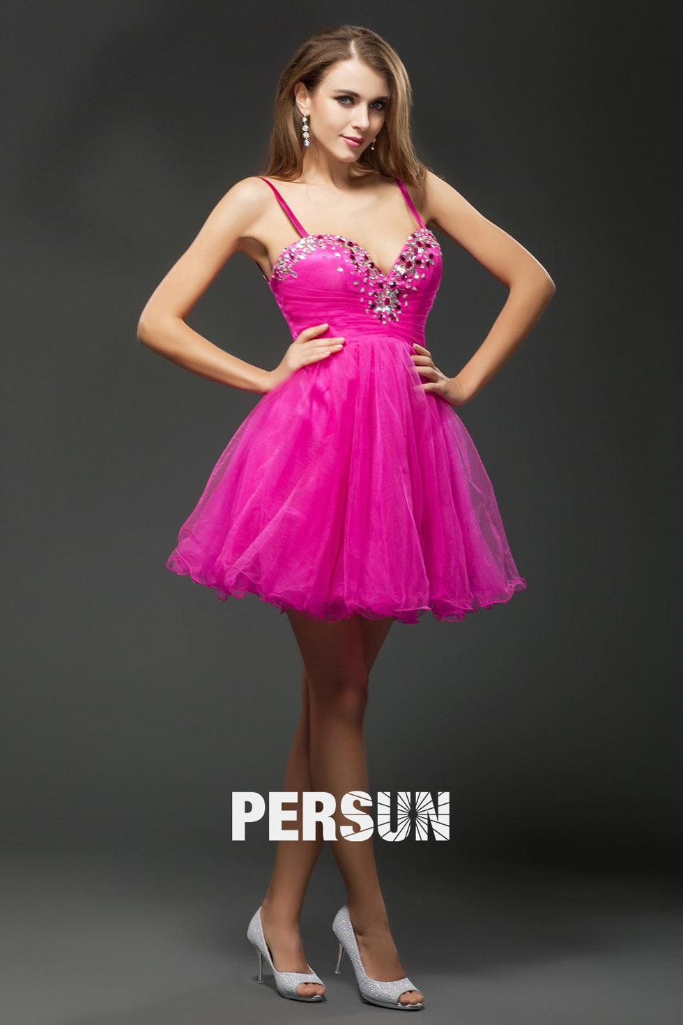Mini robe rose bonbon avec bretelles empire ornée de bijoux