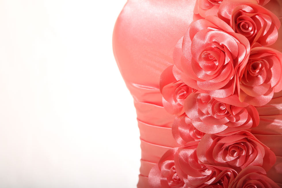 detail fleurs satin rose corail