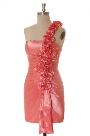 Robe de cocktail courte moulante asymétrique en satin soyeux rouge avec fleurs