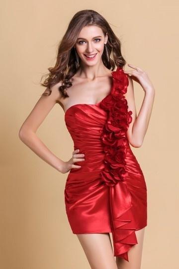 petite robe rouge fourreau asymétrique orné de fleurs