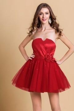 Mini robe de cocktail rouge pas cher orné de fleurs en tulle