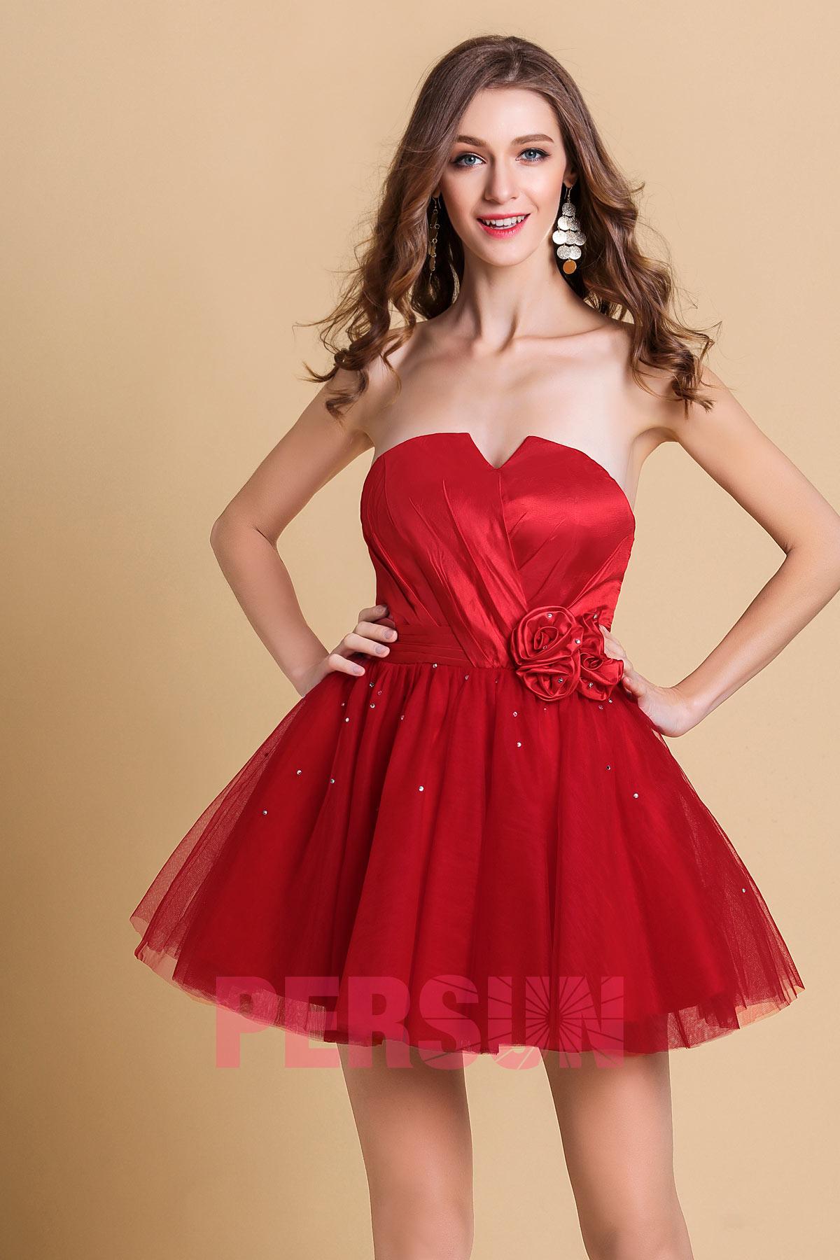 petite robe rouge pour soirée bustier orné de fleur