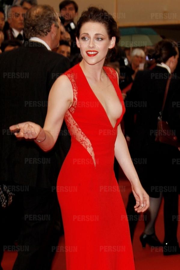 Robe de célébrité Kristen Stewart col en v en dentelle mousseline