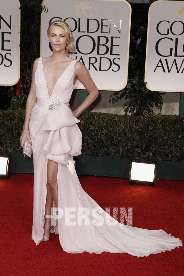 Robe de star Charlize Theron col et dos en v fente frontale en mousseline de soie