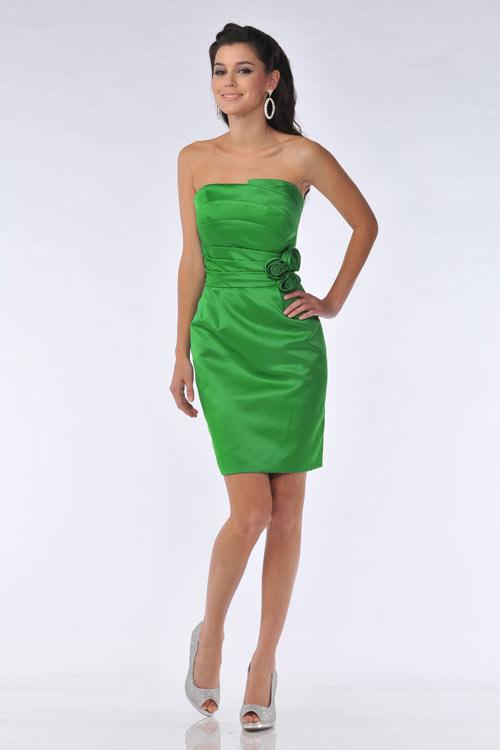 robe verte fourreau bustier droit plissé orné de fleurs