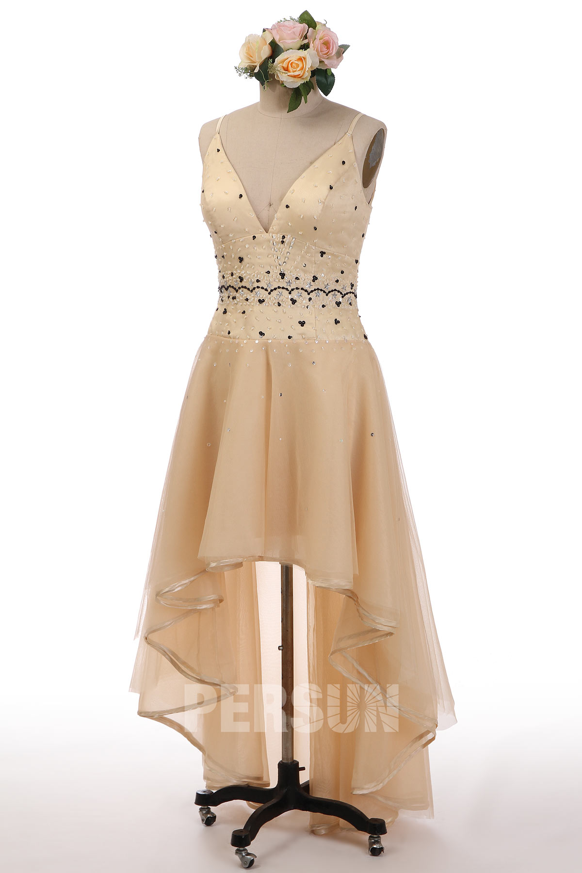 robe de cocktail champagne courte devant longue derrière encolure v embelli de strass bretelle fine