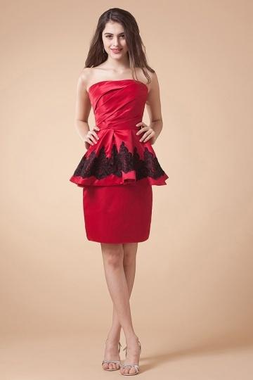robe de soirée péplume rouge courte appliqué de dentelle noire