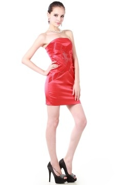 Mini robe rouge cocktail moulante bustier avec application strass