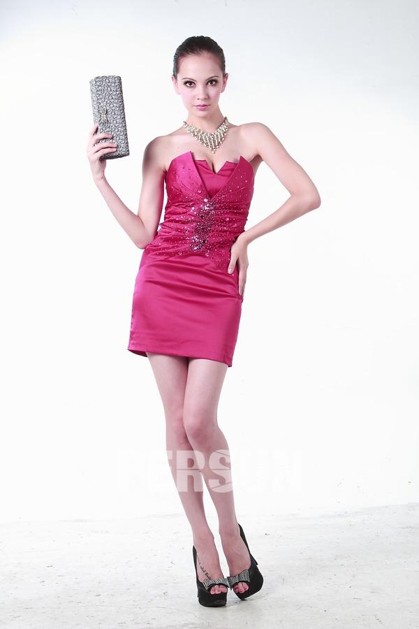 Robe courte cocktail bustier enveloppe ruchée satin soyeux rose