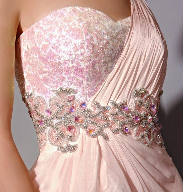 Robe chic rose asymétriquetaille ornée de bijoux et sequin