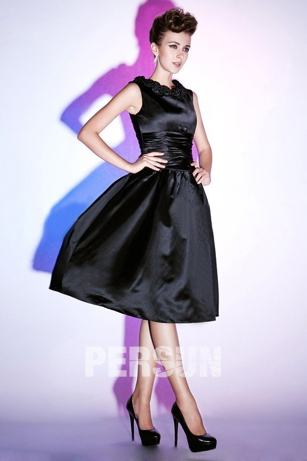 d2668c14e5c Petite robe noire à jupe bouffante encolure fleurie - Persun.fr