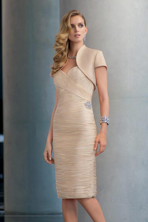 robe mère de la mariée courte fourreau champagne plissé bustier coeur plissé avec boléro