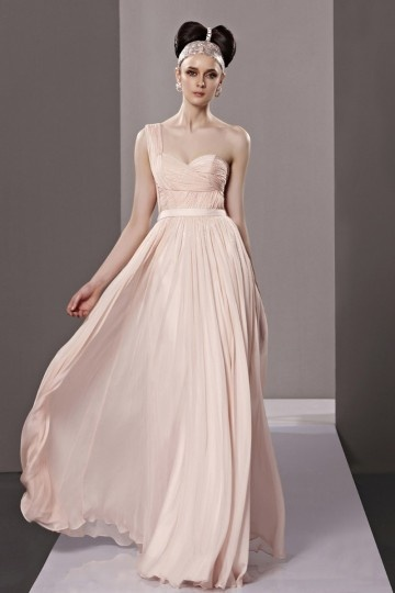 Robe rose de soirée empire ornée de perles en mousseline