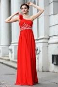 Robe soirée rouge encolure asymétrique ornée de bijoux