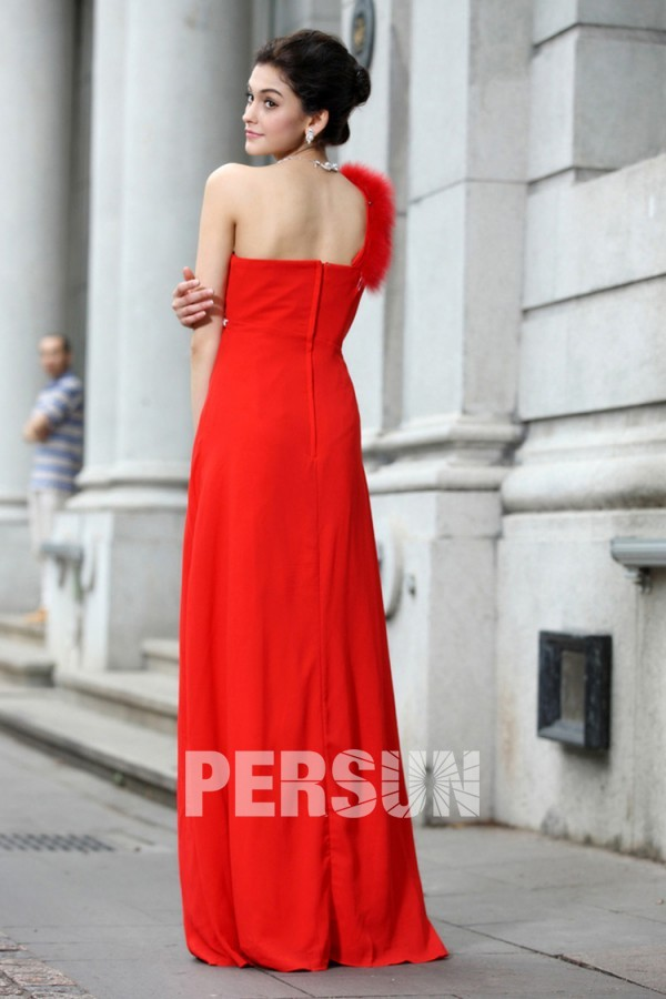 Robe rouge simple asymétrique empire ornée de strass
