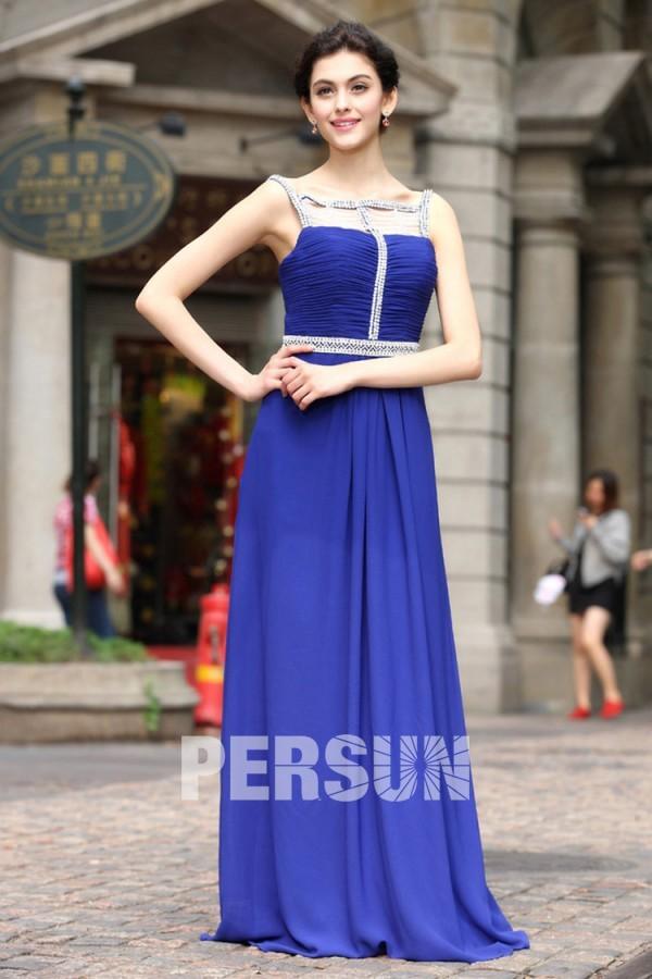 Robe soirée bleu décolleté carré ornée de bijoux