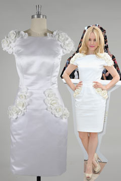 Robe cocktail blanche fourreau Rachel McAdams à mancheron fleuri