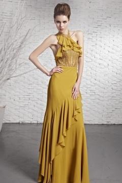 Robe de bal jaune à volant ornée de bijoux mousseline