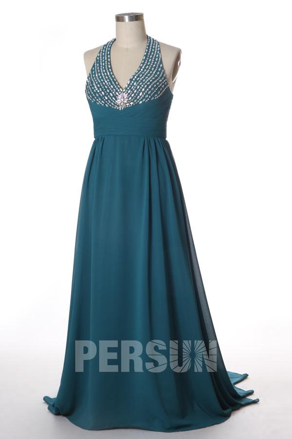 robe de soirée longue col halter plissé vert pin ornée de bijoux