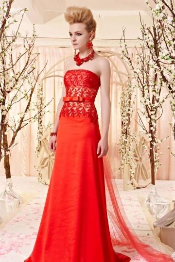 Robe rouge bustier fleurs pailletées noeud papillon satin soyeux