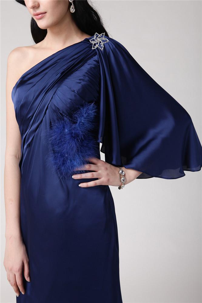 robe bleu à col asymétrique