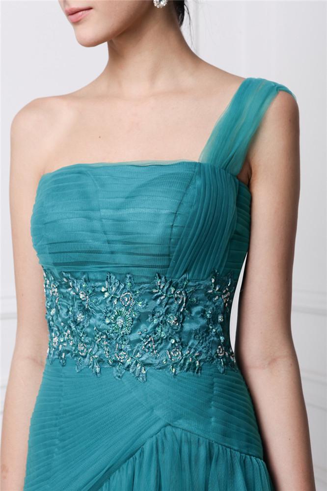 Robe de fiançailles verte taille ceinturée de bijoux